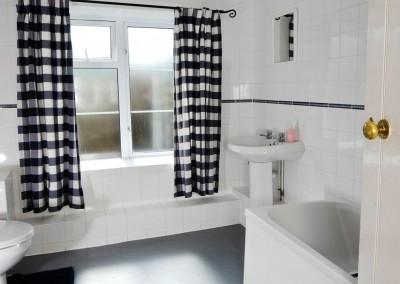 Greymare Cottage Bathroom